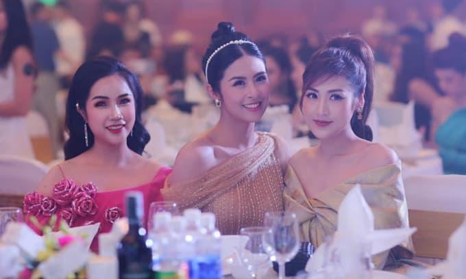 Doanh nhân Đỗ Hương Ly hội ngộ cùng dàn sao Việt