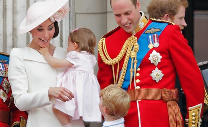 10 khoảnh khắc cười hiếm hoi với những người thân trong Hoàng gia, làm tan chảy bao trái tim người hâm mộ