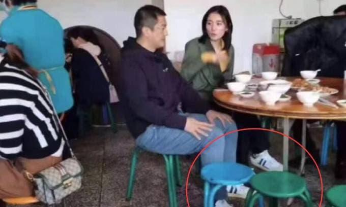 Lý Á Bằng đi giày đôi với bạn gái mới kém 19 tuổi khi công khai hẹn hò