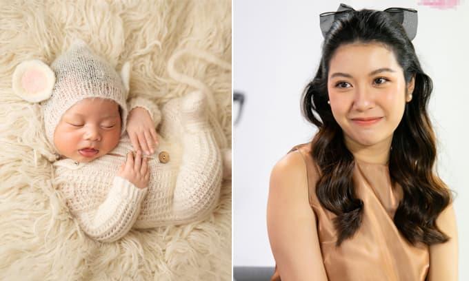 Á hậu Thúy Vân nhắn nhủ đến con trai vừa tròn tháng: 'Ba mẹ sẽ yêu thương và bảo vệ con suốt đời'