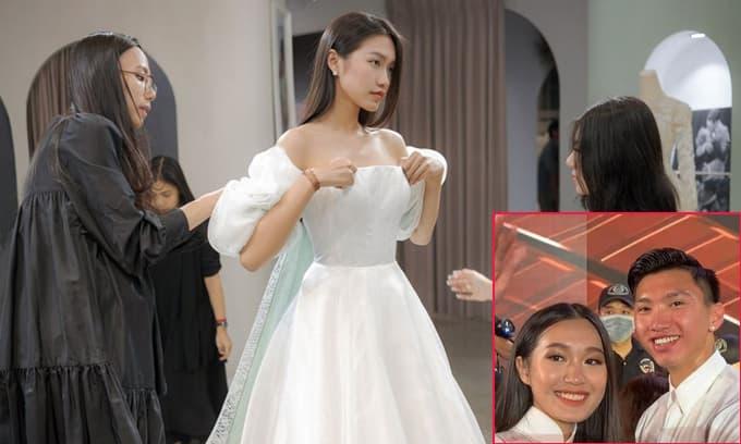 Doãn Hải My gây chú ý với loạt ảnh diện váy cưới lộ vai  trần, Đoàn Văn Hậu liền có động thái gây chú ý