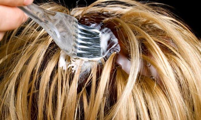 Nhuộm hóa chất và 7 điều tồi tệ bạn tự làm hư hại mái tóc của mình
