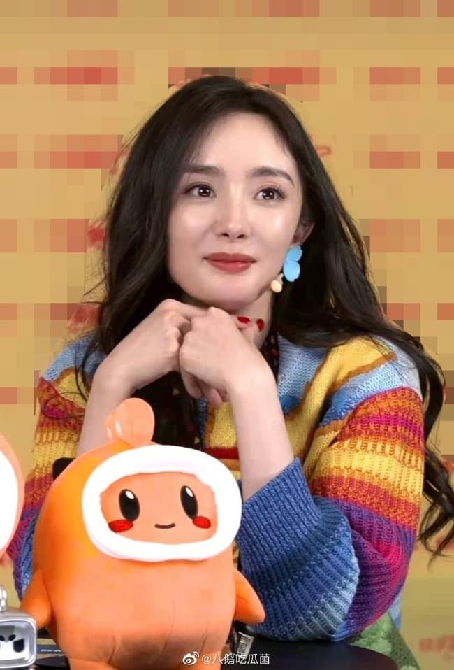 Diện mạo thực sự qua loạt ảnh chưa chỉnh sửa của Dương Mịch khiến không ít người thất vọng vì gương mặt trông như già đi 10 tuổi 2