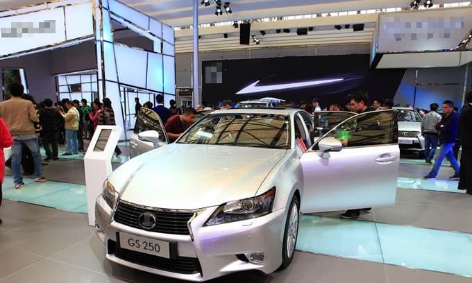 Tại sao 'người giàu' thích mua xe cũ, nhưng 'người nghèo' lại thích mua xe mới? Lý do là rất thực tế