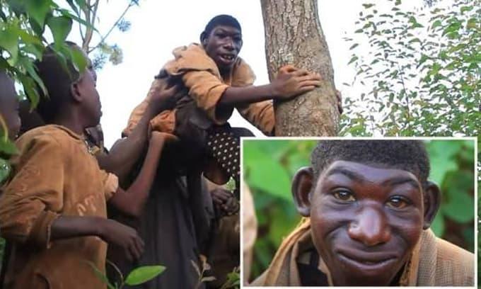 Phát hiện 'phiên bản Tarzan đời thực', sống cùng mẹ trong rừng và thường ăn cỏ