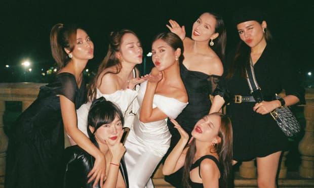 MC Thu Hoài tung trọn bộ ảnh trong tiệc mời cưới nhưng spotlight lại bị hai cô bạn chiếm hết