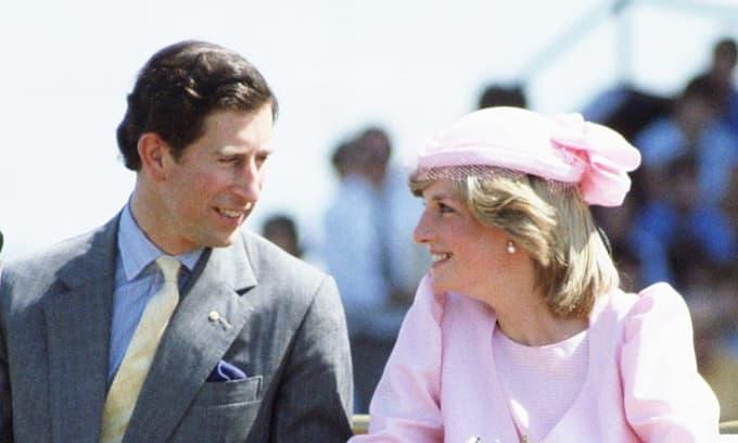 Thư ký Hoàng gia tiết lộ chồng Công nương Diana từng làm điều này với cơ thể vợ ở chốn công cộng
