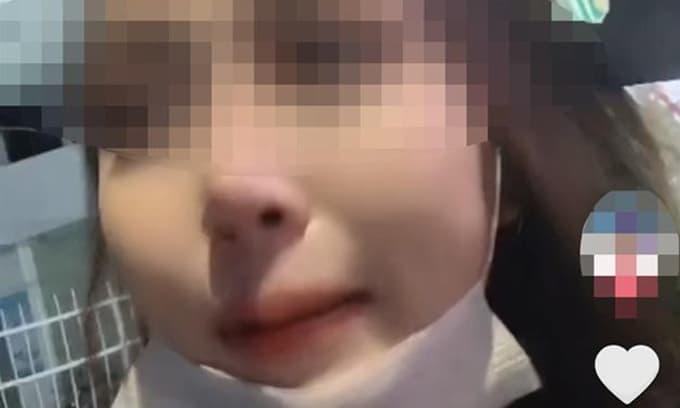 Clip 'tiểu tam' khóc nức nở khi chạy xe máy 2 tiếng để gặp crush đã có vợ con nhưng bị từ chối khiến dân tình ngán ngẩm