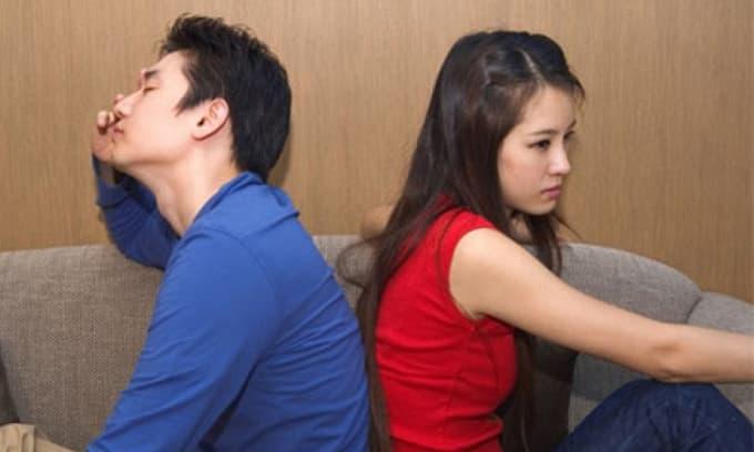 Đưa vợ đi giới thiệu với đồng nghiệp trong công ty, những cử chỉ hành động của cô ấy khiến tôi chỉ muốn độn thổ cho bớt xấu hổ