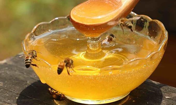 Tại sao mật ong bị đen khi đun trong nồi? Điều này có gây hại cho cơ thể và cách ăn mật ong như thế nào là tốt nhất?