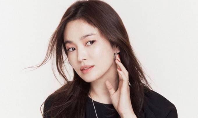 Đổ vỡ hôn nhân với Song Joong Ki nhưng Song Hye Kyo vẫn lên như diều gặp gió, hóa ra là có người 'chống lưng'