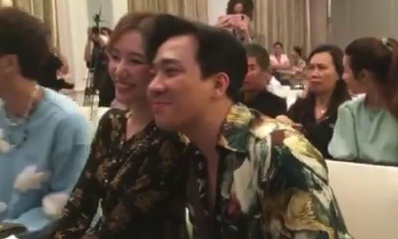 Hari Won mặc đồ bà ba, đội nón lá đến chúc mừng Trấn Thành ra mắt phim