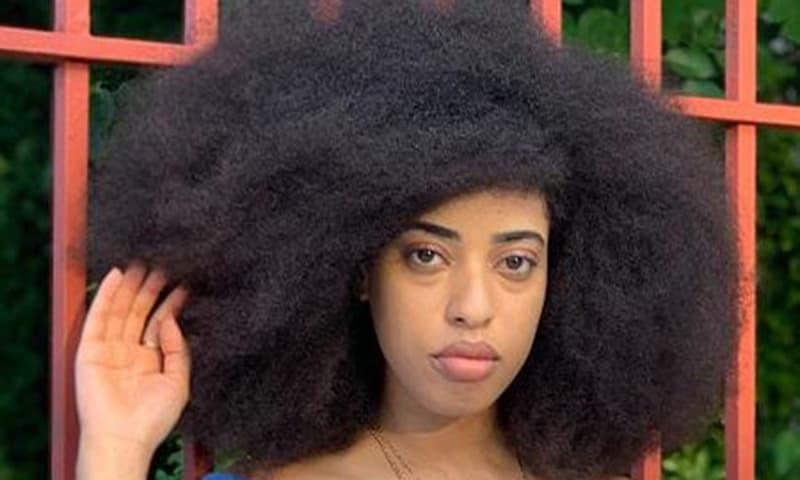 Cô gái có mái tóc bông xoăn tự nhiên lớn nhất thế giới