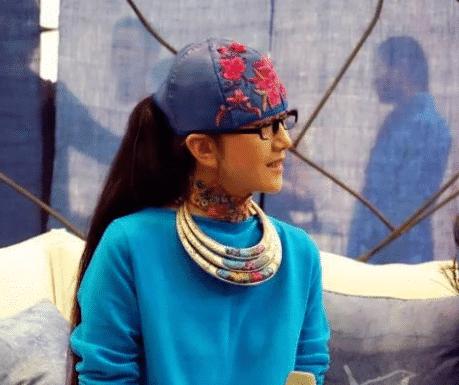 Dương Lệ Bình đã không cởi mũ trong suốt 10 năm và đã tạo ra một phong cách mới. Lý do thực sự của việc này là gì? 5