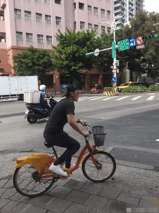 Có bộ sưu tập xe hơi tiền tỷ nhưng Hoắc Kiến Hoa giờ chỉ đi xe đạp vì sợ... béo