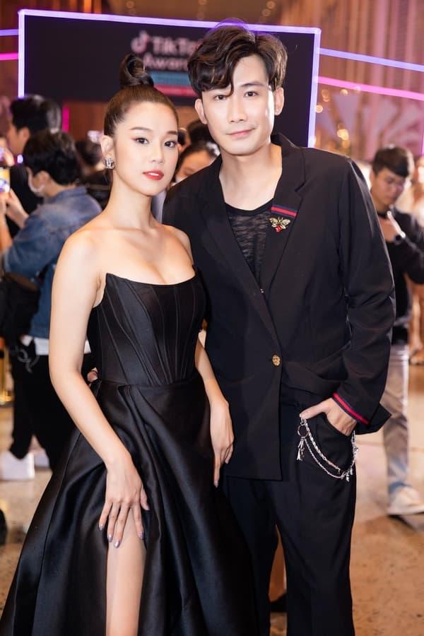 Thấy 'điên nữ' Seo Ye Ji gây sốt vì bộ váy hở bạo, chưa đầy 1 tháng, 3 mỹ nhân Việt lần lượt 'đụng hàng' 7