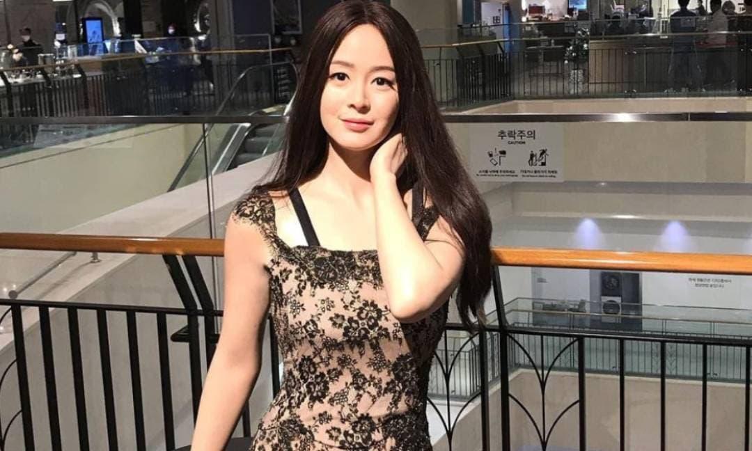 Sự thật về bức ảnh Kim Tae Hee mặt cứng đờ đang được lan truyền trên mạng