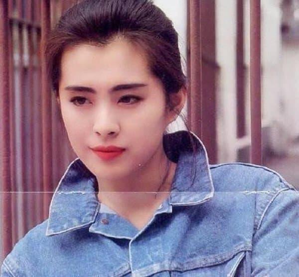 Khánh Vân gây tranh cãi khi tự khoe ảnh so sánh nhan sắc với mỹ nhân huyền thoại Vương Tổ Hiền