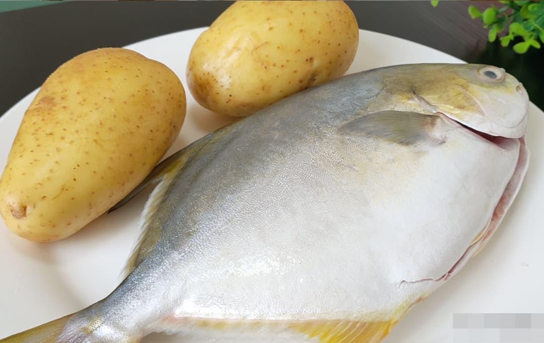 Món cá ngày Tết có cách ăn vui nhộn, thêm 2 củ khoai vào cùng cá, ngon tuyệt cú mèo