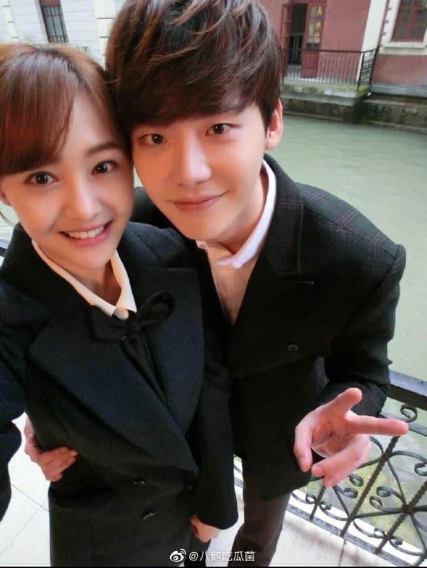 Lee Jong Suk bất ngờ bị nghi vấn là người đàn ông mà Trịnh Sảng ngoại tình giữa scandal đẻ thuê của nữ diễn viên 2