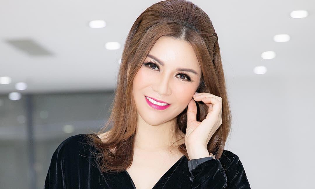Hoa hậu Bùi Thị Hà xuất hiện lẻ bóng trong sự kiện