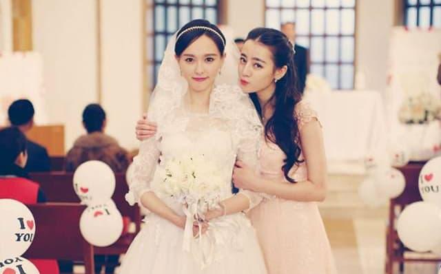 Cùng khoác lên người chiếc váy phù dâu xinh đẹp nhưng Quan Hiểu Đồng, Trịnh Sảng, hay Đường Yên đều thua Địch Lệ Nhiệt Ba 2