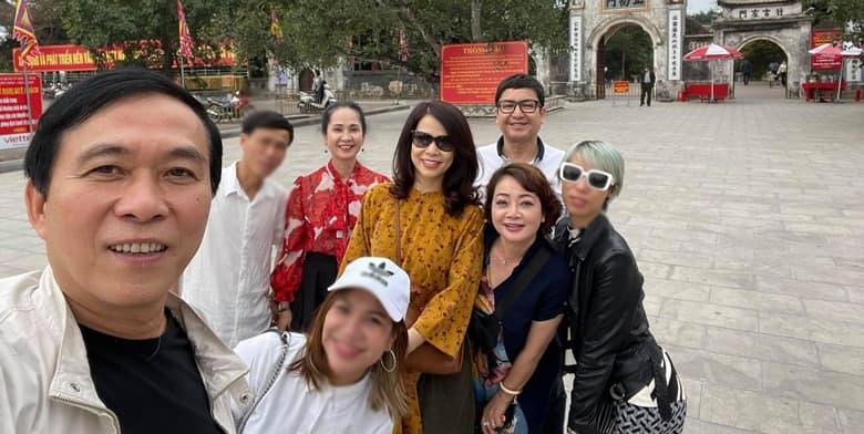 NS Chí Trung cùng bạn gái đi du xuân với vợ chồng NS Lan Hương
