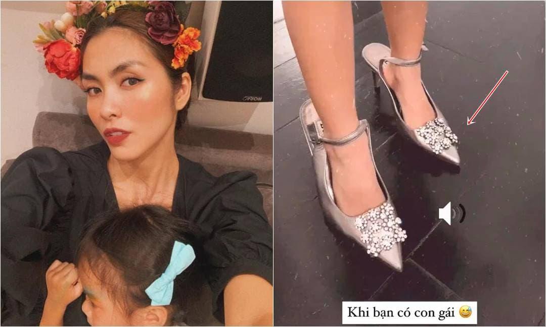 Tăng Thanh Hà bật cười khi thấy con gái cưng điệu đà ướm thử vào giày cao gót của mẹ và muốn trang điểm