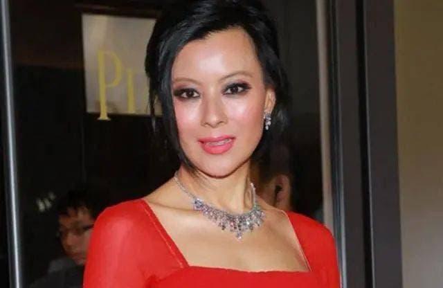 Cô là ngôi sao bị lãng quên của Hong Kong', xuất hiện với hình ảnh nhạy cảm để nổi đình nổi đám, giờ cô đã 56 tuổi và trở thành phu nhân nhà giàu 3