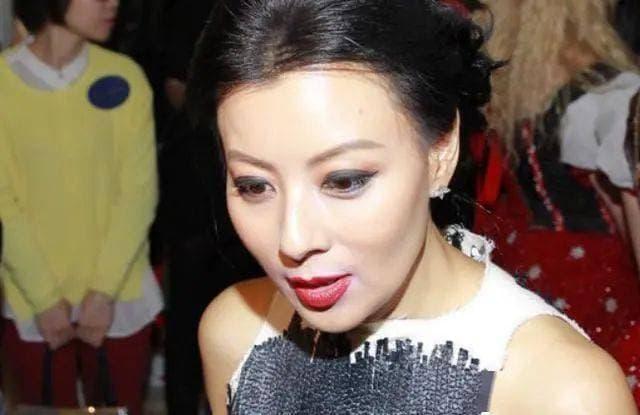 Cô là ngôi sao bị lãng quên của Hong Kong', xuất hiện với hình ảnh nhạy cảm để nổi đình nổi đám, giờ cô đã 56 tuổi và trở thành phu nhân nhà giàu 2