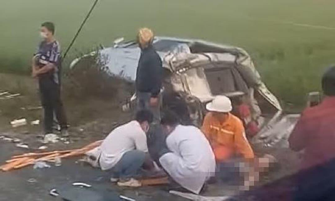 Xe tải va chạm với xe khách chở người đi lễ chùa khiến 8 người thương vong