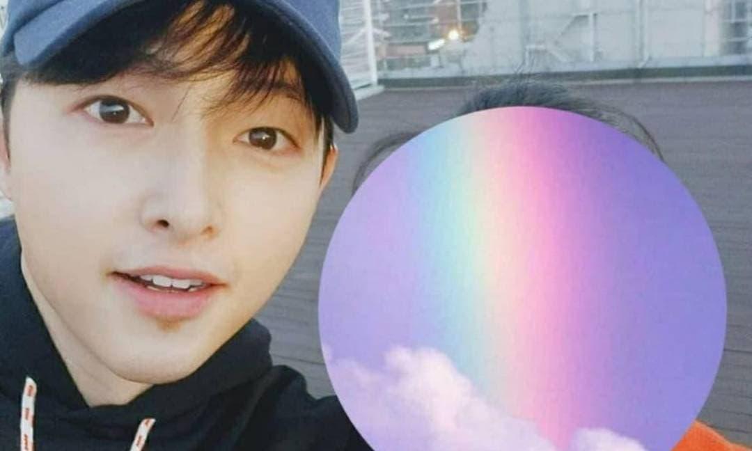 Được khen nhan sắc lên hương, ảnh mặt mộc của Song Joong Ki cho thấy diện mạo thực sự ở hiện tại