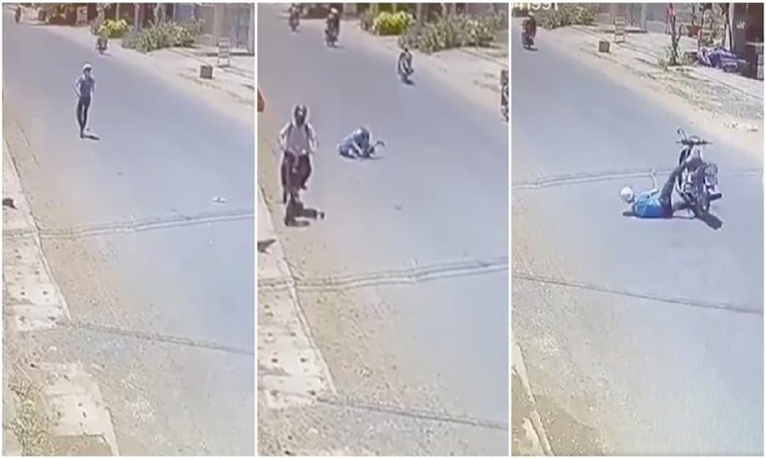 Nam thanh niên ngơ ngác không hiểu xe máy đã biến đâu mất sau cú ngã lăn trên đường