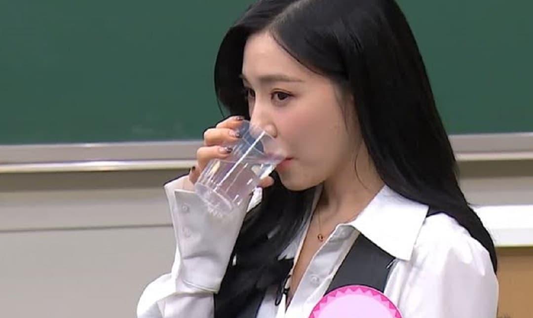 Tiffany (SNSD) khiến fans phát choáng vì tài phân biệt được 5 vị nước suối khác nhau