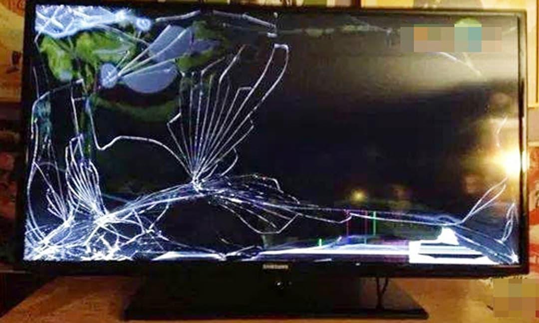 Sang nhà người yêu làm vỡ TV hơn 40 triệu, anh chàng tính kế 'chuồn' nhưng ai ngờ bị dân mạng trách 'dại'