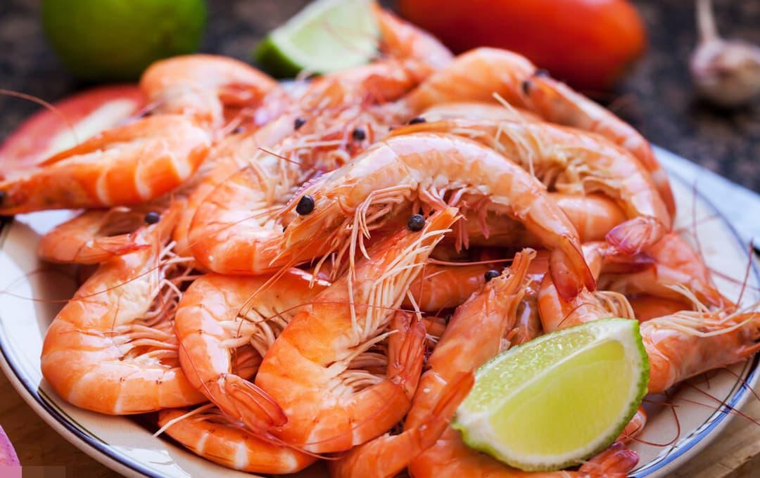 Tôm sống đun sôi trong nước mấy phút có thể bảo toàn dinh dưỡng tốt nhất? Đừng mắc phải những sai lầm này khi ăn tôm vào mùa hè