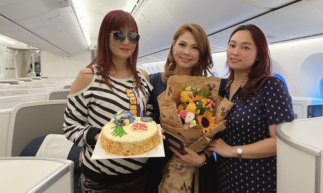 Ca sĩ Thanh Thảo được tổ chức sinh nhật đặc biệt ngay trên máy bay