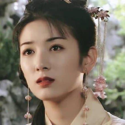 Huỳnh Dịch gây sốt khi mặc lại trang phục 'Lên nhầm kiệu hoa được chồng như ý' sau 21 năm, 2