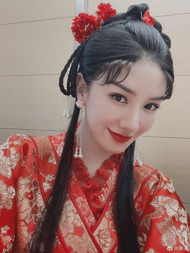 Huỳnh Dịch gây sốt khi mặc lại trang phục 'Lên nhầm kiệu hoa được chồng như ý' sau 21 năm, 7