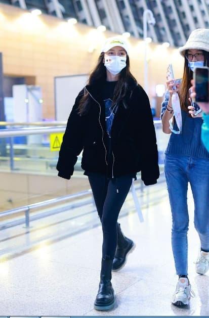 Angelababy mặc áo đôi với chồng đi chơi, người trong cuộc tiết lộ Huỳnh Hiểu Minh đang phải cố gắng hết mình để níu kéo bà xã 16