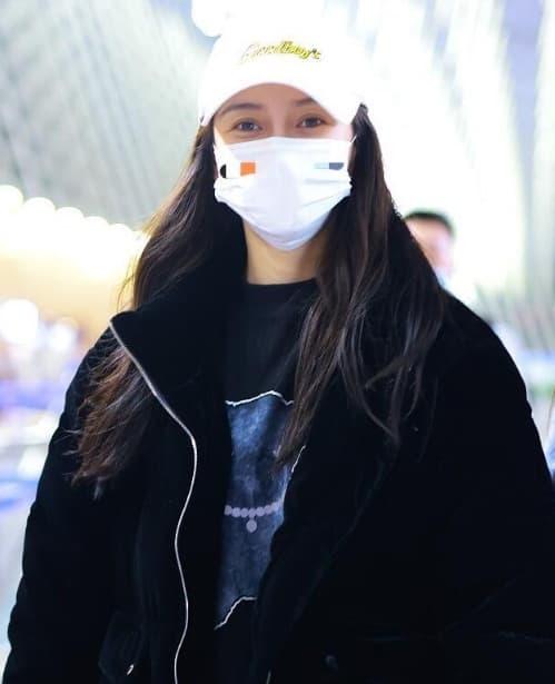 Angelababy mặc áo đôi với chồng đi chơi, người trong cuộc tiết lộ Huỳnh Hiểu Minh đang phải cố gắng hết mình để níu kéo bà xã 15