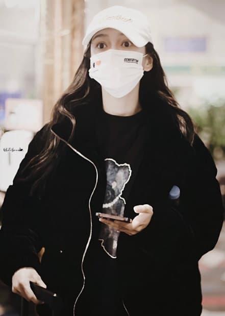 Angelababy mặc áo đôi với chồng đi chơi, người trong cuộc tiết lộ Huỳnh Hiểu Minh đang phải cố gắng hết mình để níu kéo bà xã 14