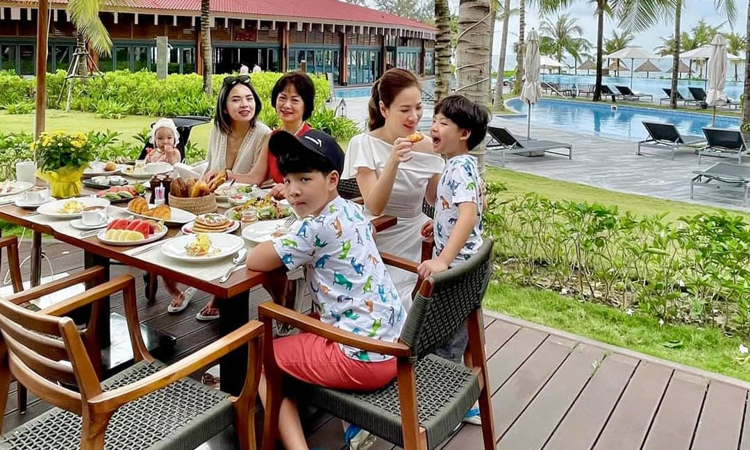 MC Đan Lê cùng đại gia đình đi du lịch Phú Quốc, chia sẻ bí kíp vi vu 'siêu tiết kiệm'