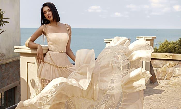 Hoa hậu Tiểu Vy phơi nắng, khoe nhan sắc quyến rũ trong bộ ảnh mới