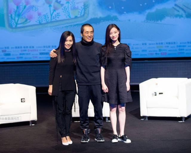 Con gái Trương Nghệ Mưu kết hôn năm 23 tuổi, công kích và đổ lỗi cho Củng Lợi đã hủy hoại tuổi thơ của mình 0