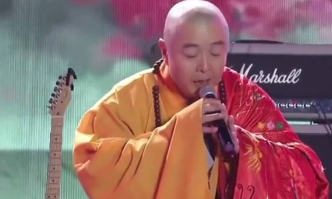 'Đường Tăng' Từ Thiếu Hoa bị nghi ngờ hát nhép, tiết kiệm đến mức mặc một bộ đồ trong nhiều năm liền