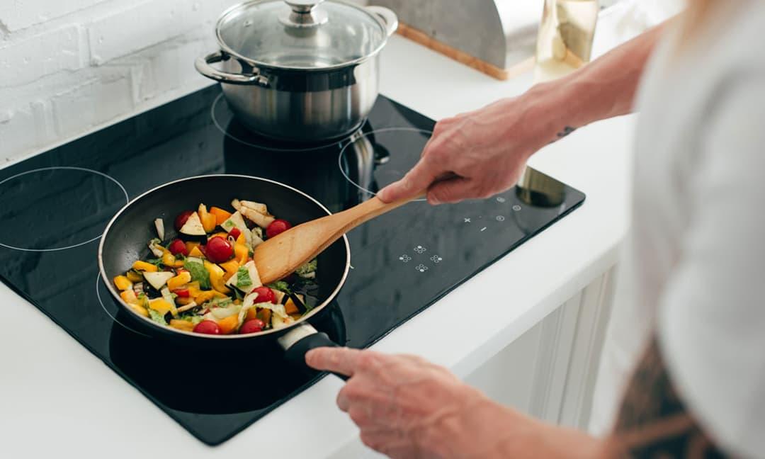 7 mẹo sử dụng và vệ sinh để bếp từ luôn bền đẹp như mới