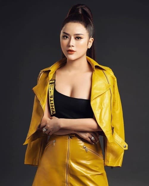 Hotgirl Phạm Hương, giới trẻ