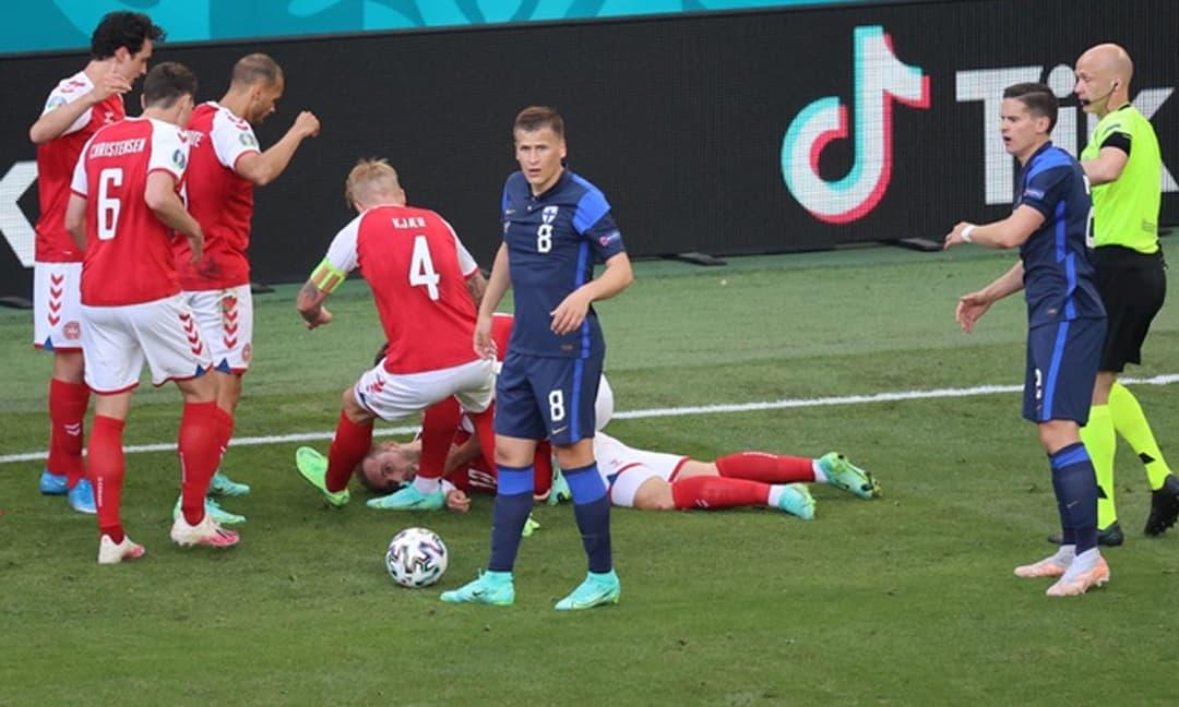 Khoảnh khắc Christian Eriksen đột quỵ, ngã gục ngay trên sân bóng Euro 2020