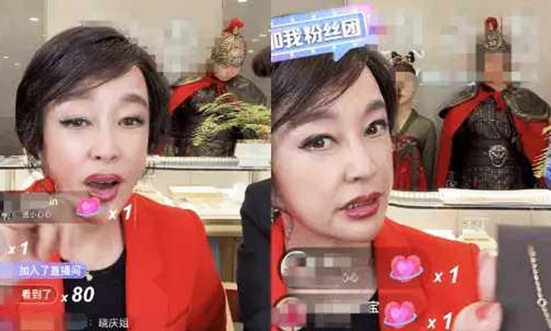 Lưu Hiểu Khánh livestream bán hàng ở tuổi 65, đã trang điểm kỹ nhưng gương mặt kỳ lạ khó nhận ra, cư dân mạng: 'Thời gian thật tàn nhẫn'